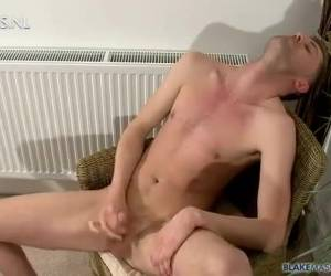 Twink met de sexy kwajongens look in gay porno auditie