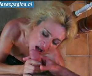 Mature lady has a squirting cunt