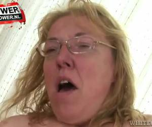 maturo donna whiteh spessore tette nip su e giù il suo gallo rigida