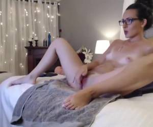 Two times in a row, she gets in front of the webcam orgasm