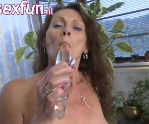This horny housewife masturbate whiteh a glass dildo
