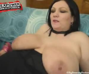 Beautiful fat women have sex whiteh double dildo.