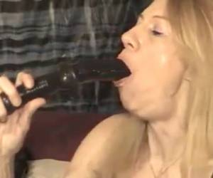 Demonstration deepthroatoat blowjob on sex toys
