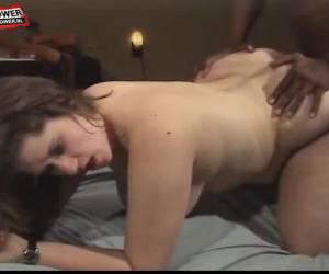 due black cocks e un dildo bianco a scopare la casalinga cornea