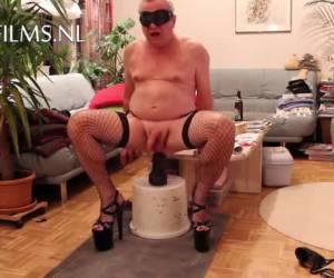 whiteh high heels and nylon stockings fucks his anus whiteh a dildo