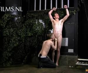 chico recto sexualmente humillado