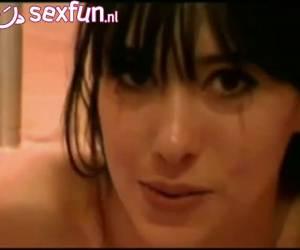 Mooi webcam meisje deepthroat lange dildo