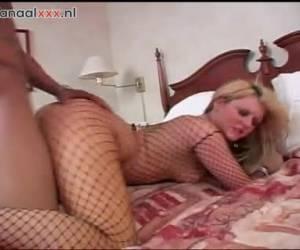 bionda in lingerie sexy vuole dire il dildo negro e scopare