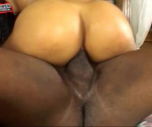 He fucks her big booty whiteh his tongue