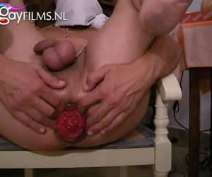 una corda a suo dick e palle e anale è mastubate whiteh un dildo