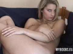 Katarina Kozy masturbate front to Fan