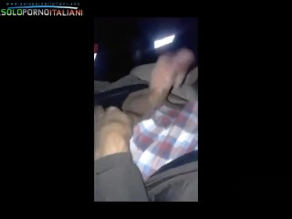 italiana spompina e sega in macchina sconosciuto nel parcheggio