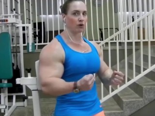 Buff muscle women bodybuilder huge bicep fbb