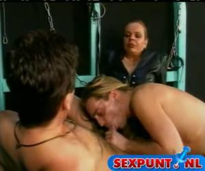 Gehoorzame sex slaven verwennen hun godess.